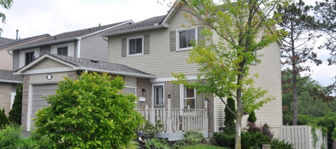 Sold – Dundas Beauty with walk-out