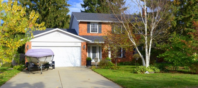 SOLD! Updated Ancaster Gem in sought after local.