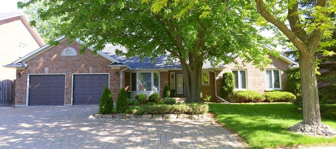SOLD! Large all brick bungalow with great Ancaster location.