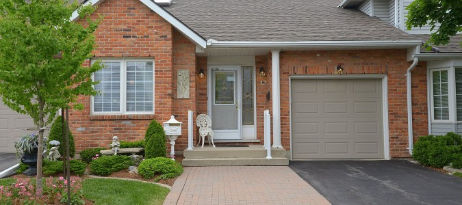 SOLD! Beautifully maintained & updated Ancaster Bungalow Townhome
