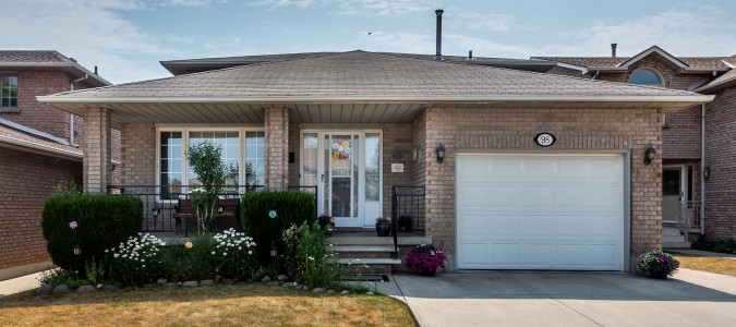 This  spacious bright meticulously kept Hamilton home is now Sold!