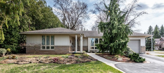 This gorgeous Ancaster ranch is SOLD!